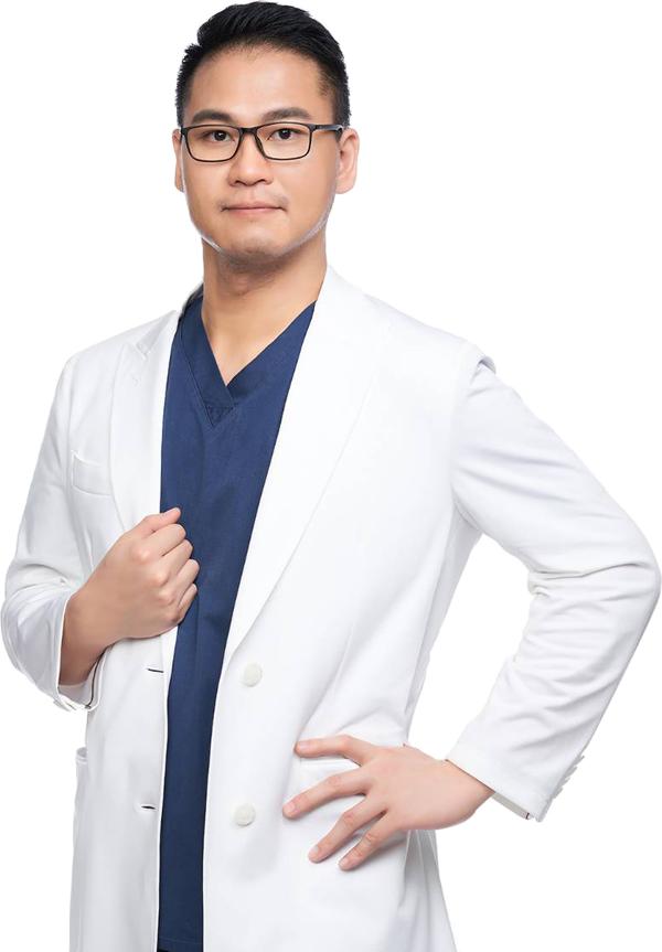 蕭閎懋醫師新形象照-白袍-3